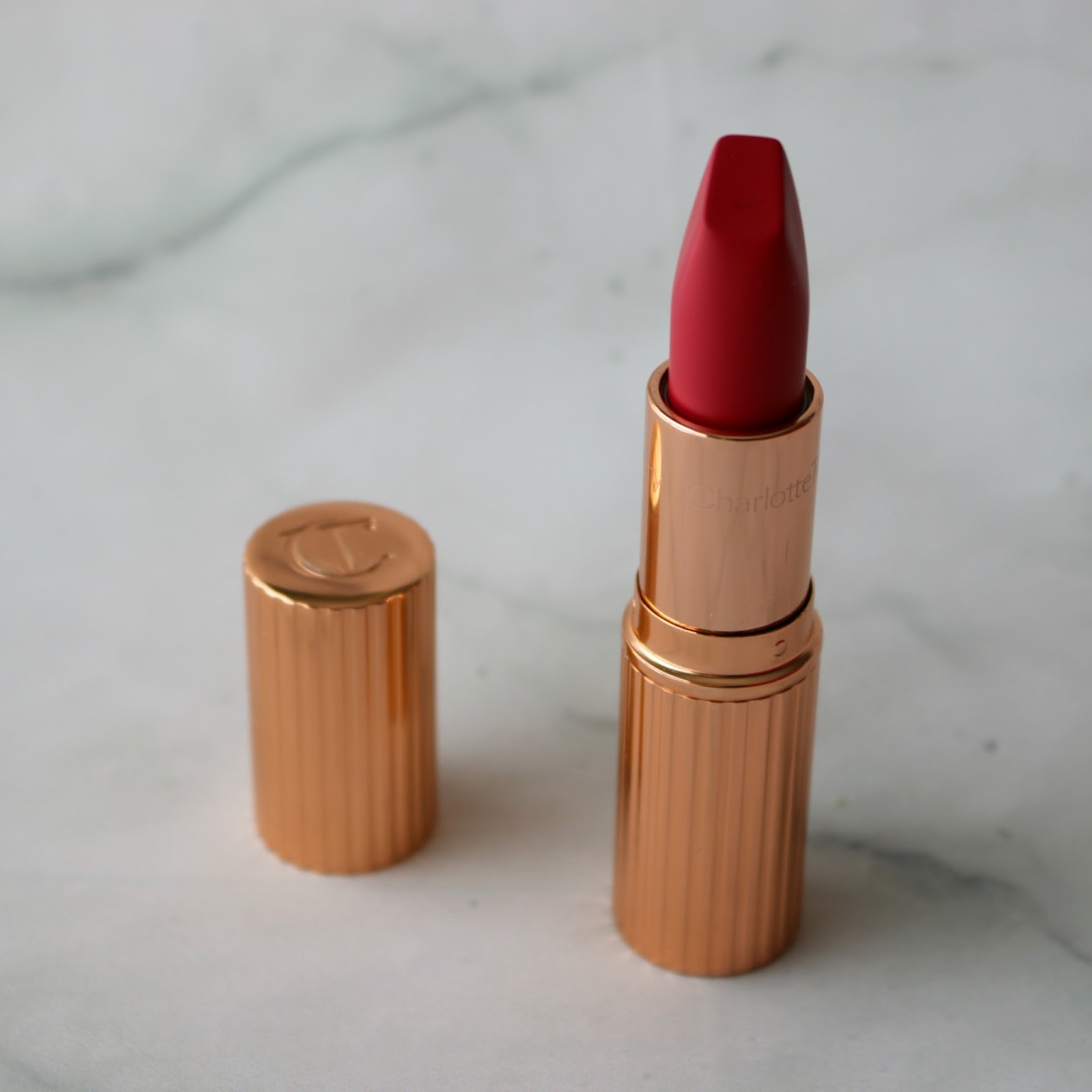 charlotte tilbury matte revolution the queen lipstick