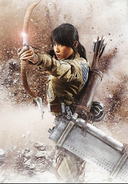 Plakat z filmu Attack on Titan na którym jest Nanami Sakuraba jako Sasha Braus