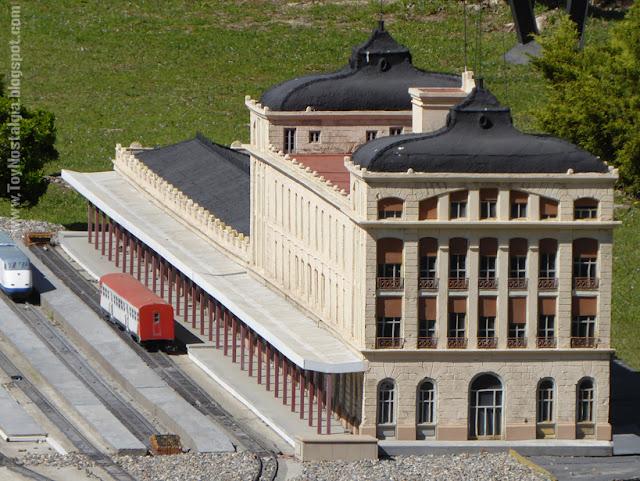 Estación de Lleida sin el añadido de 2003 sobre los andenes Cataluña en Miniatura - Catalonia Miniature