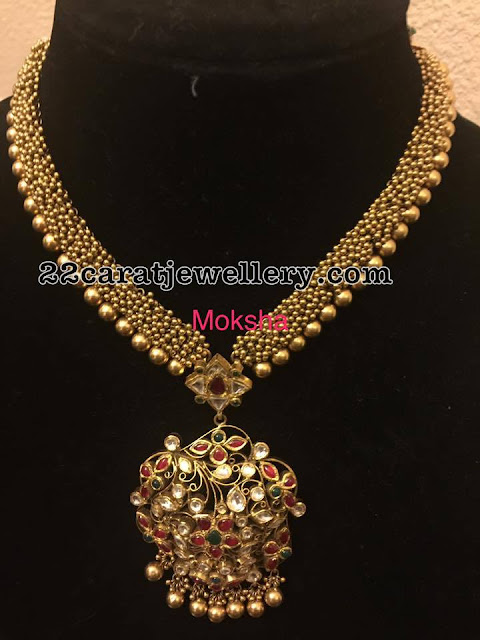 Gold Swirls Set with Kundan Pendant