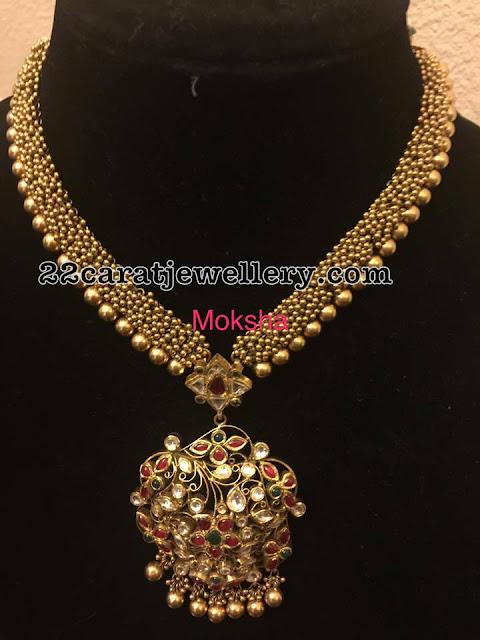 Gold Swirls Set with Kundan Pendant
