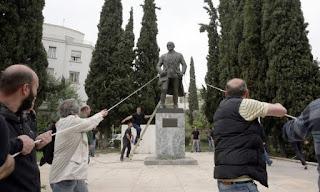 Επεισόδια στο κέντρο της Αθήνας κατά τη διάρκεια του αντιπολεμικού συλλαλητηρίου