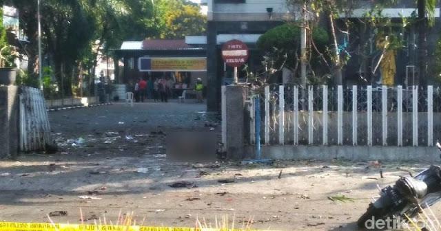 Sebuah Bom Meledak Di Gereja Santa Maria Surabaya