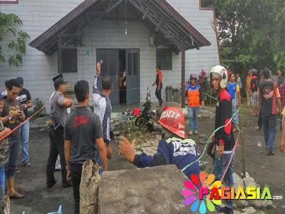 Polisi Melaksanakan Sterilisasi serta Olah TKP Tepat di Depan Gereja Oikumene Samarinda