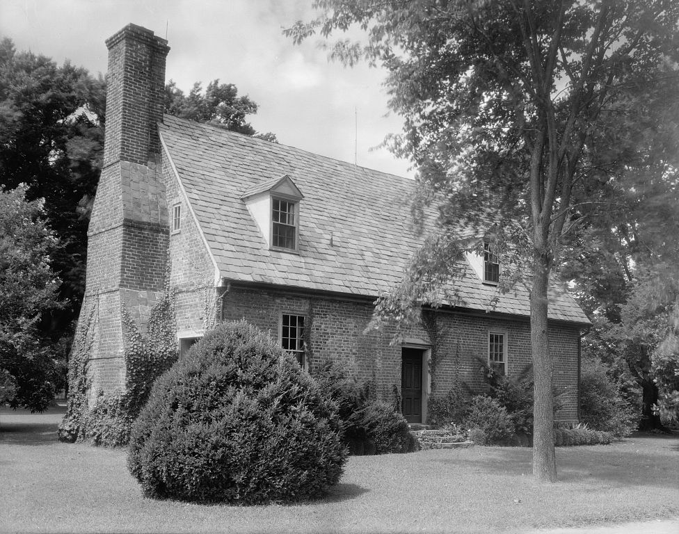 Circa 1720 house in virginia beach va content in a cottage for Architectural exterior design virginia beach