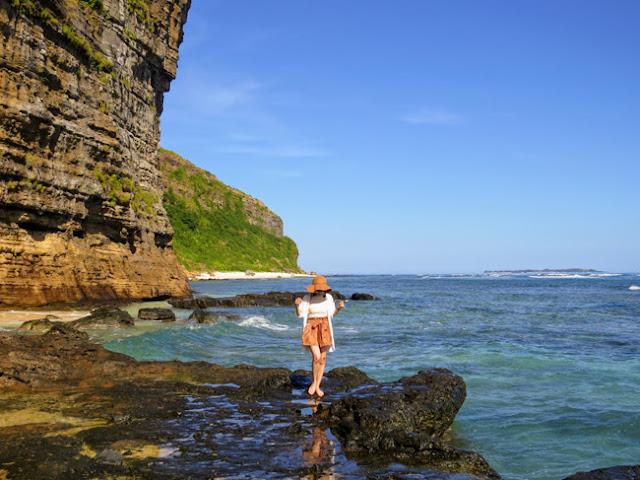 Biển ở đây rất sạch, du khách cũng có thể nhặt vài vỏ sò, vỏ ốc về làm kỷ niệm.