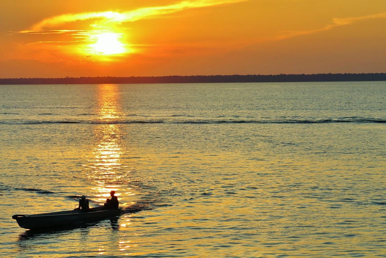 Primeiro dia de viagem de barco comunitário pelo Rio Solimões.