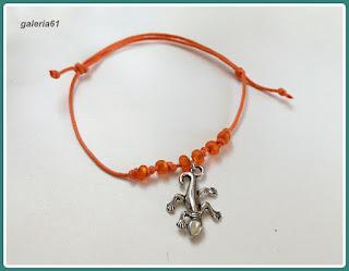 bransoletka sznurkowa_pomarańczowa z zawieszką_jaszczurka