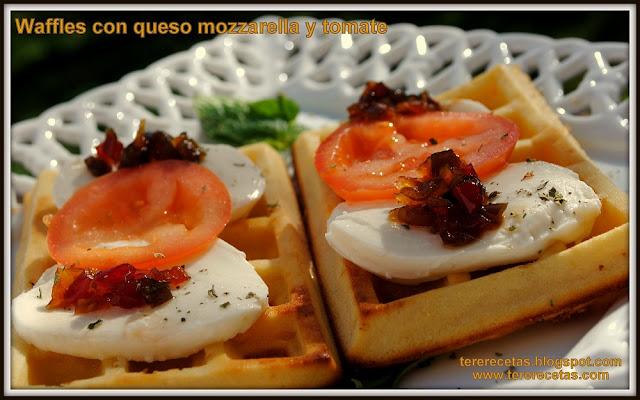 Waffles o Gofres con queso mozzarella y tomate 03