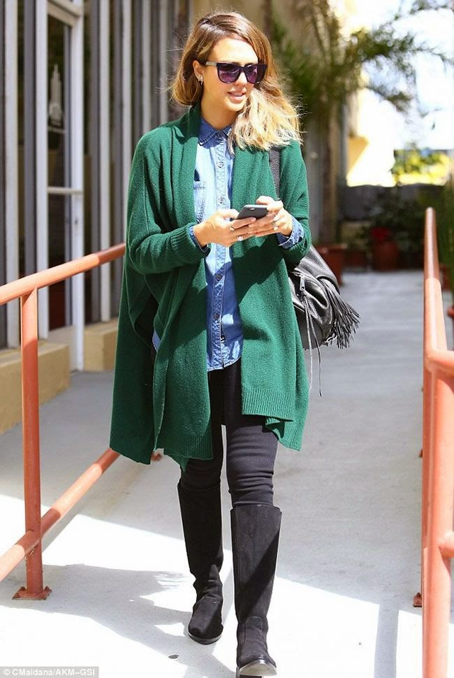 Jessica Alba Looks Stylish During a Solo Errand Run