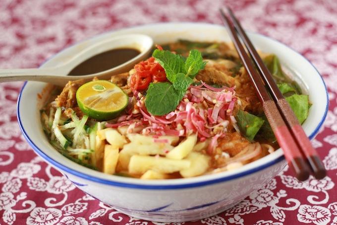 Penang's famous Asam Laksa - family recipe by SeasonWithSpice.com