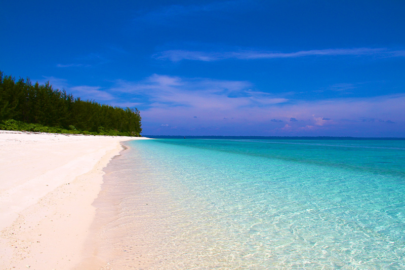 3. Pantai Teluk Triton