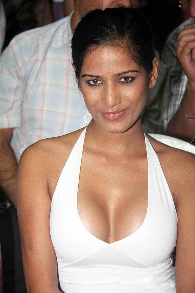 MQ - Malayalam Queens: Adorable Navel Poonam Pandey Sexy
