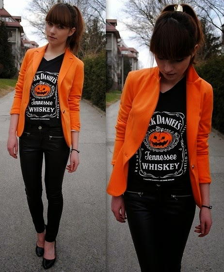 Conjunto preto com blazer laranja abobora