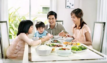 Dạy con trẻ những phép lịch sự trong khi ăn uống-2