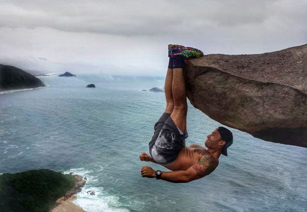 He started a bit of a trend, it seems: Extreme rock dangling. How is this even possible? - This Viral Photo Inspired Copycats, But There's Something You Should Know…
