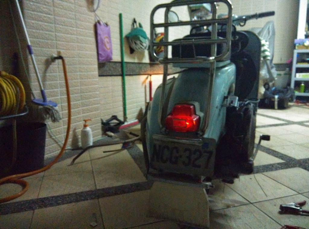 深夜車行 Midnight Garage: VESPA Sprint 150 老偉士驗車 藍標~
