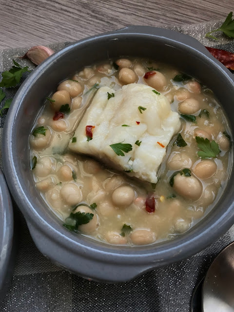 alubias en salsa verde con bacalao receta