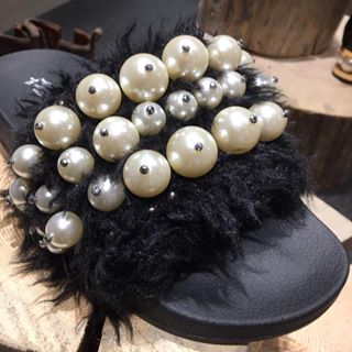 black rubber slide decorated with fur and pearls