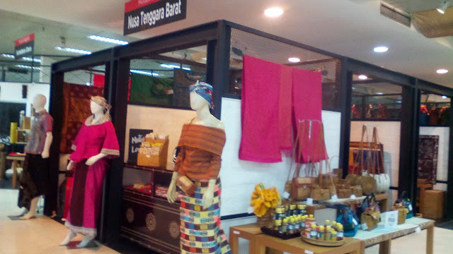 wastra khas indonesia bisa di beli di smesco