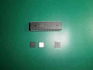 Micro-controladores P8X32A em vários encapsulamentos. O P8X32A está disponível em DIP de 40 pinos, e em QFN e QFP de 44 pinos.