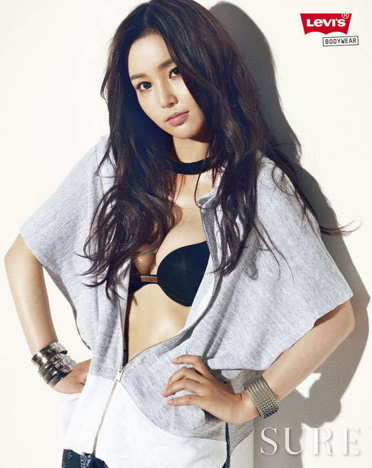 10 Penyanyi Cewek Korea Terseksi 2011