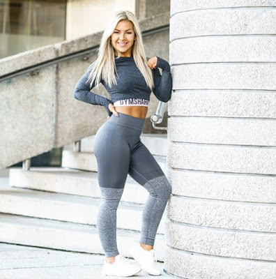 Linn Jacobsson in yoga pants