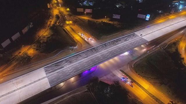 Penampakan Flyover Simpang Laluan Madani Batam di Malam Hari