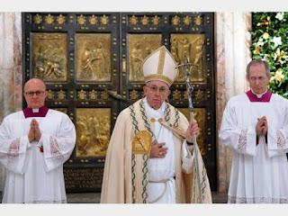 """El Papa aseguró que """"adular a otro es usar a una persona para obtener algo para sí mismo""""."""