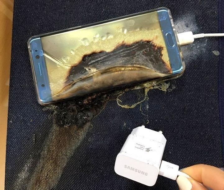 Móvil Samsung Galaxy Note 7 quemado tras la explosión de su batería