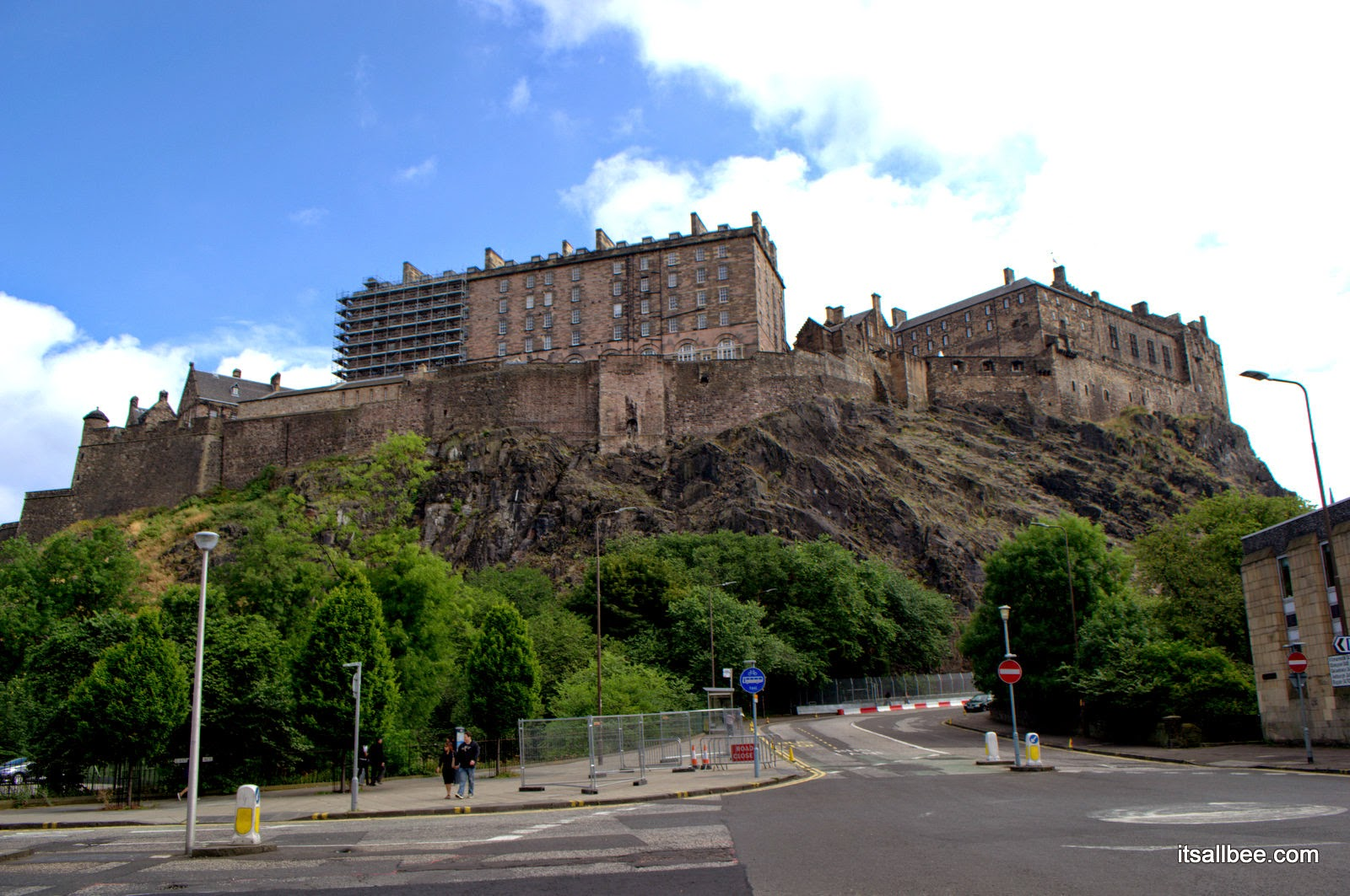 princess street gardens - Edinburgh Castle