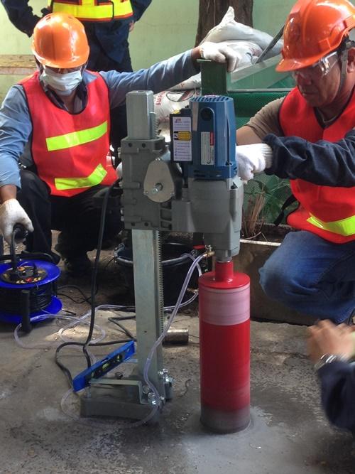 งานติดตามตรวจสอบการปนเปื้อนดินและน้ำใต้ดิน โดยใช้แบบจำลองทางคณิตศาสตร์ ขุดเจาะและติดตั้งบ่อสังเกตการณ์น้ำใต้ดินเพื่อติดตามการปนเปื้อนดินและน้ำใต้ดิน