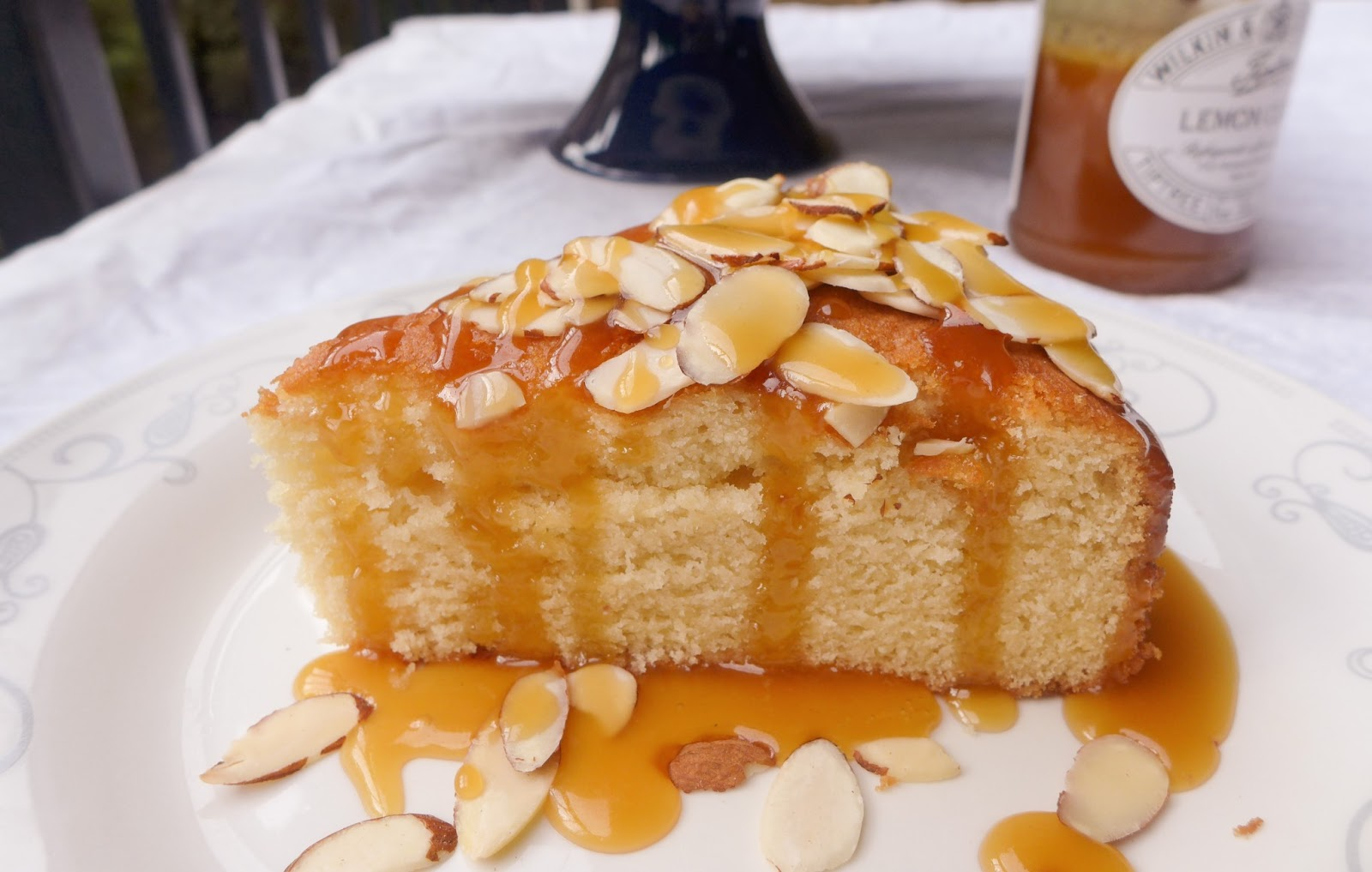 Dimples Amp Delights Honey Bee Cake