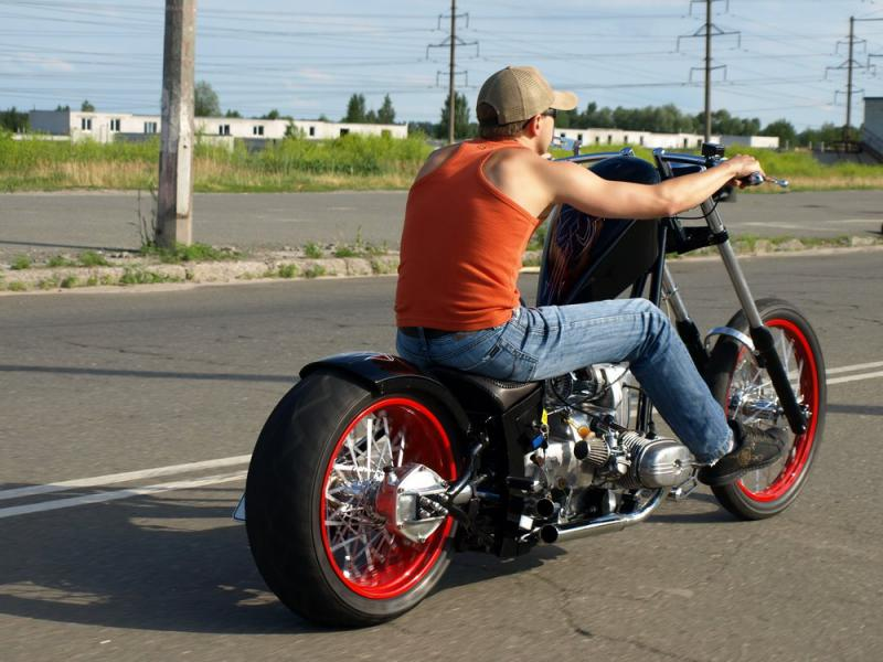 a look at the custom Ural chopper from the back