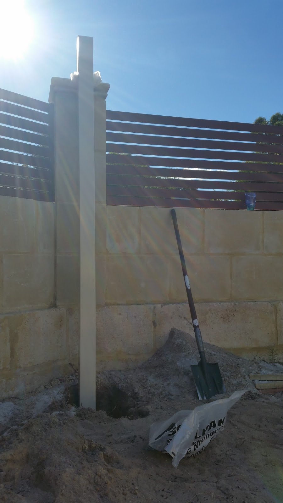 Jarrah Jungle: A DIY On How To Install Metal Support Poles