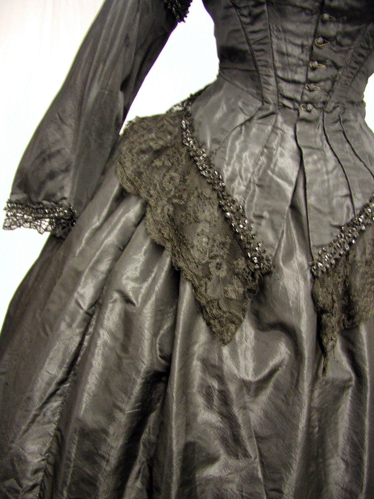All The Pretty Dresses Late 1860 S Mourning Dress