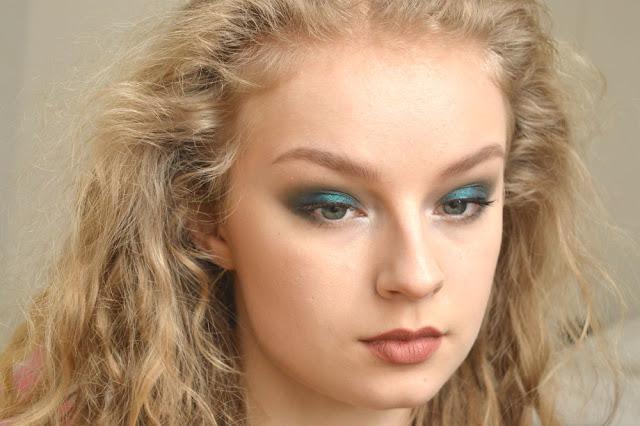 FOTD Face of the day Fyrinnae Hypercool eyeshadow blue indie