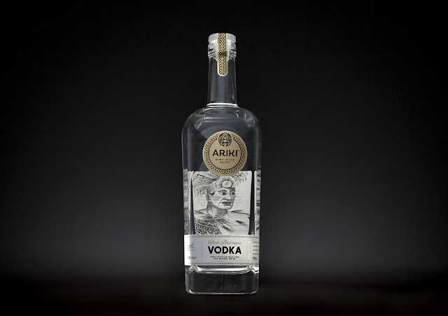 Binh-dung-ruou-ARIKI-Vodka-Bottle-duoc-thiet-ke-boi-Redfire