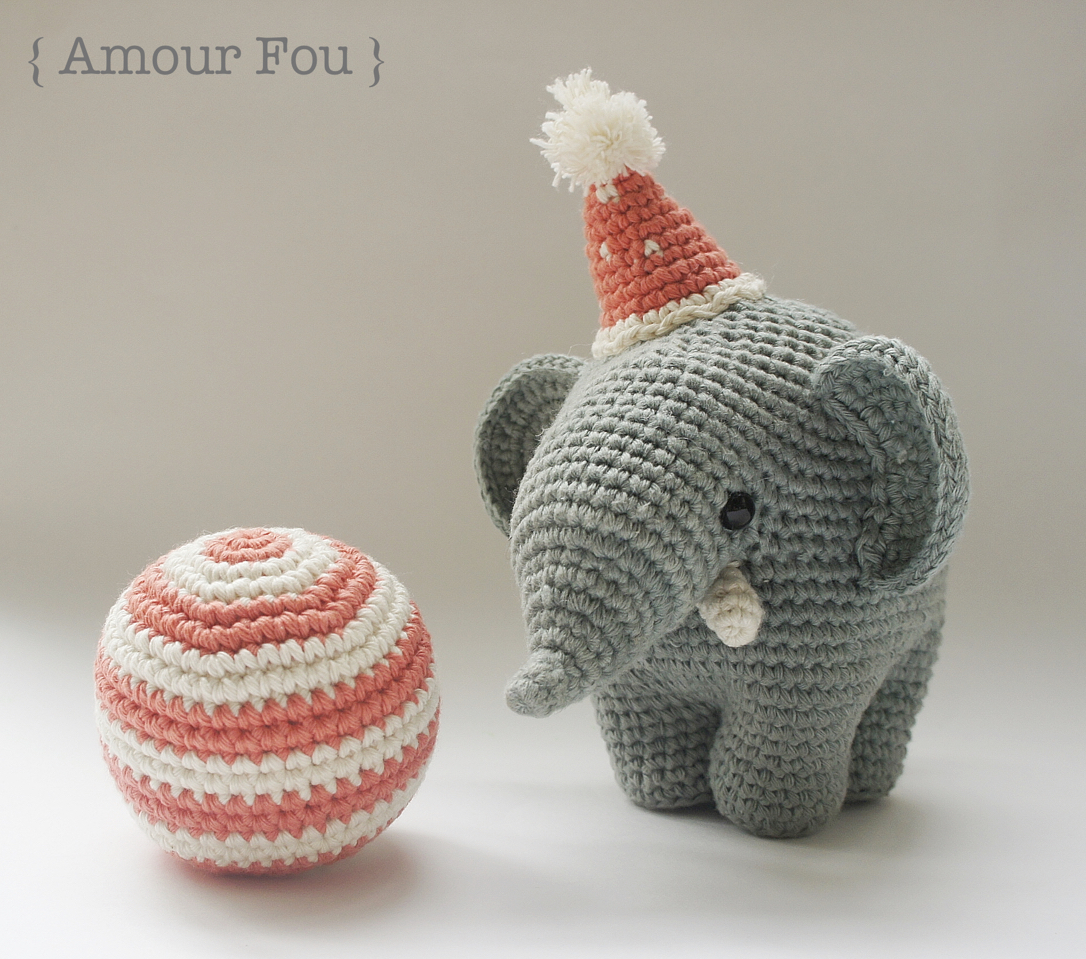 Cuddle and Play Elephant Baby Blanket Crochet Pattern | Crochet Arcade | 959x1086