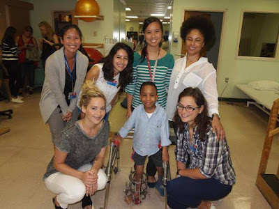 Jennifer Lawrence visit a children's hospital