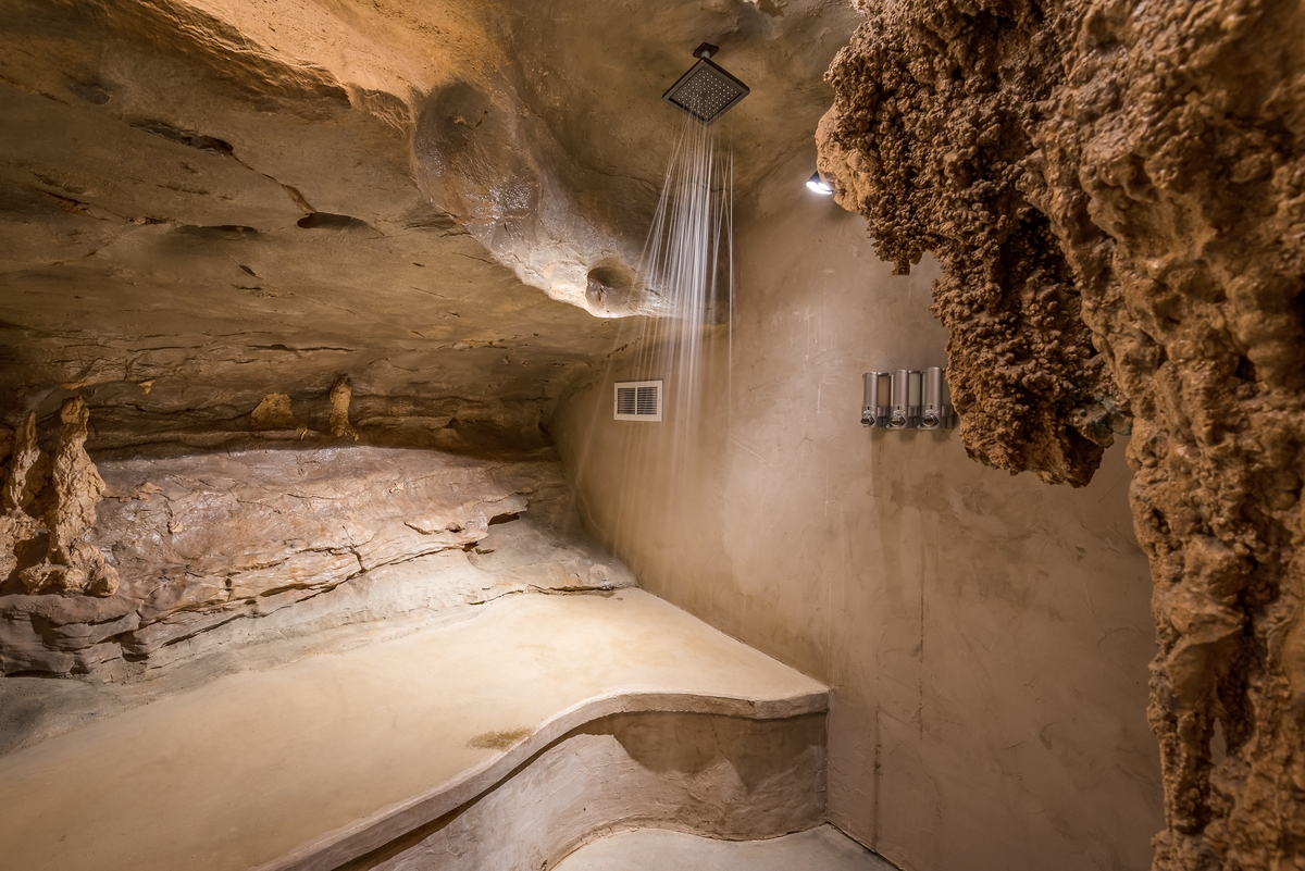 15-The-Beckham-Creek-Cave-Home-in-the-Ozark-Mountains-www-designstack-co