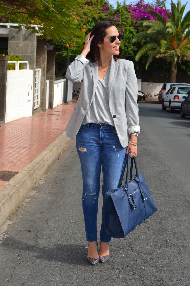 working-outfit-with-jeans