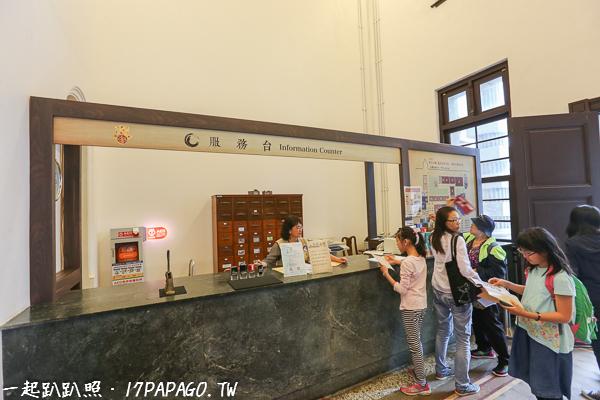 入門後旁邊有服務台和值勤台,還備有AED,每日參觀人數限制1500人