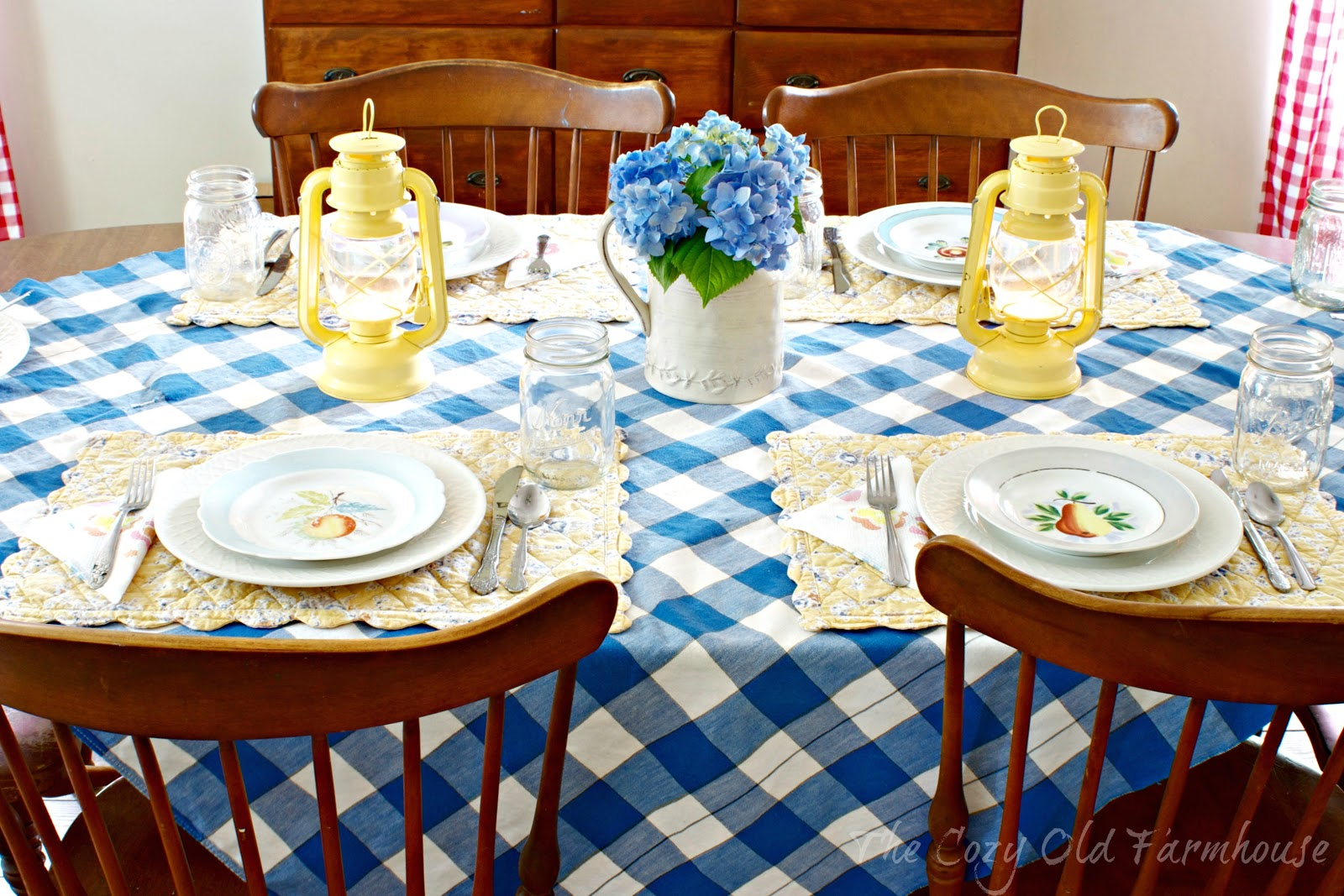 I decided to get out my mismatched dishes and make a table setting to show you all. Pretty much everything on the table is second-hand treasures (including ... : spring table setting - pezcame.com