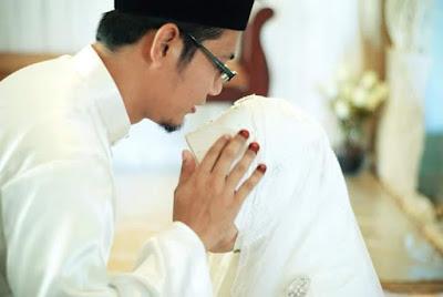 Wahai Suami, Belailah Kepala Istrimu Dan Doakanlah Dengan Doa Ini