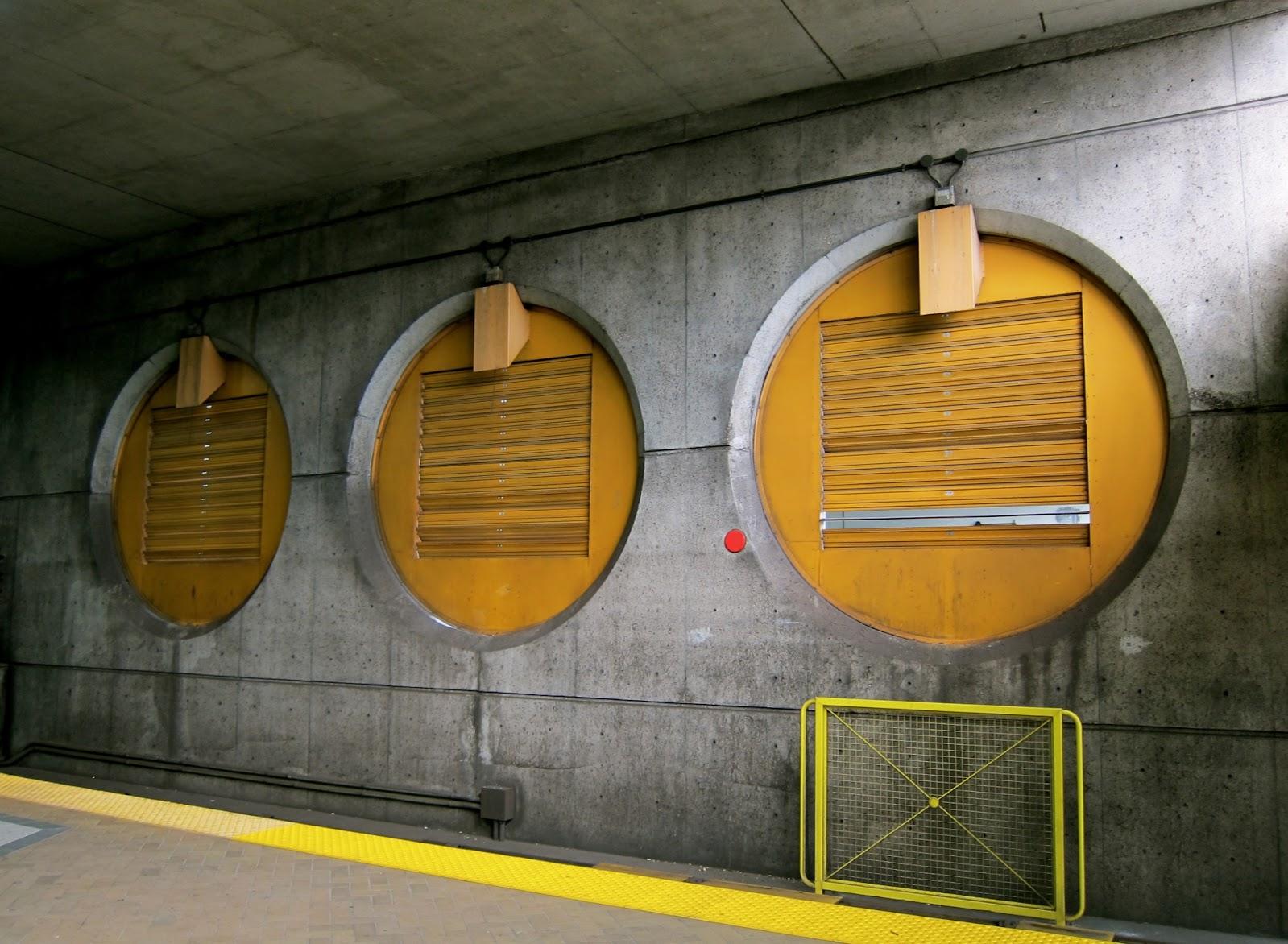 Circles at the north end of the subway platform at Lawrence West
