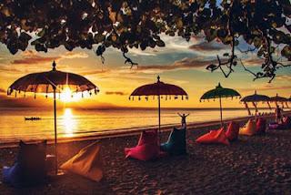 Keindahan sunset di Pantai Syariah Pulau Santen, Banyuwangi