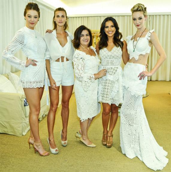 Martha Medeiros verão 2017 looks de verão brancos