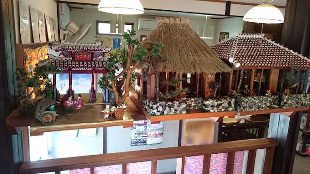 まるやす 中城店の琉球古民家の模型の写真