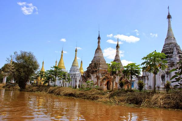 Pagoda Aung Mingalar en los canales del Lago Inle